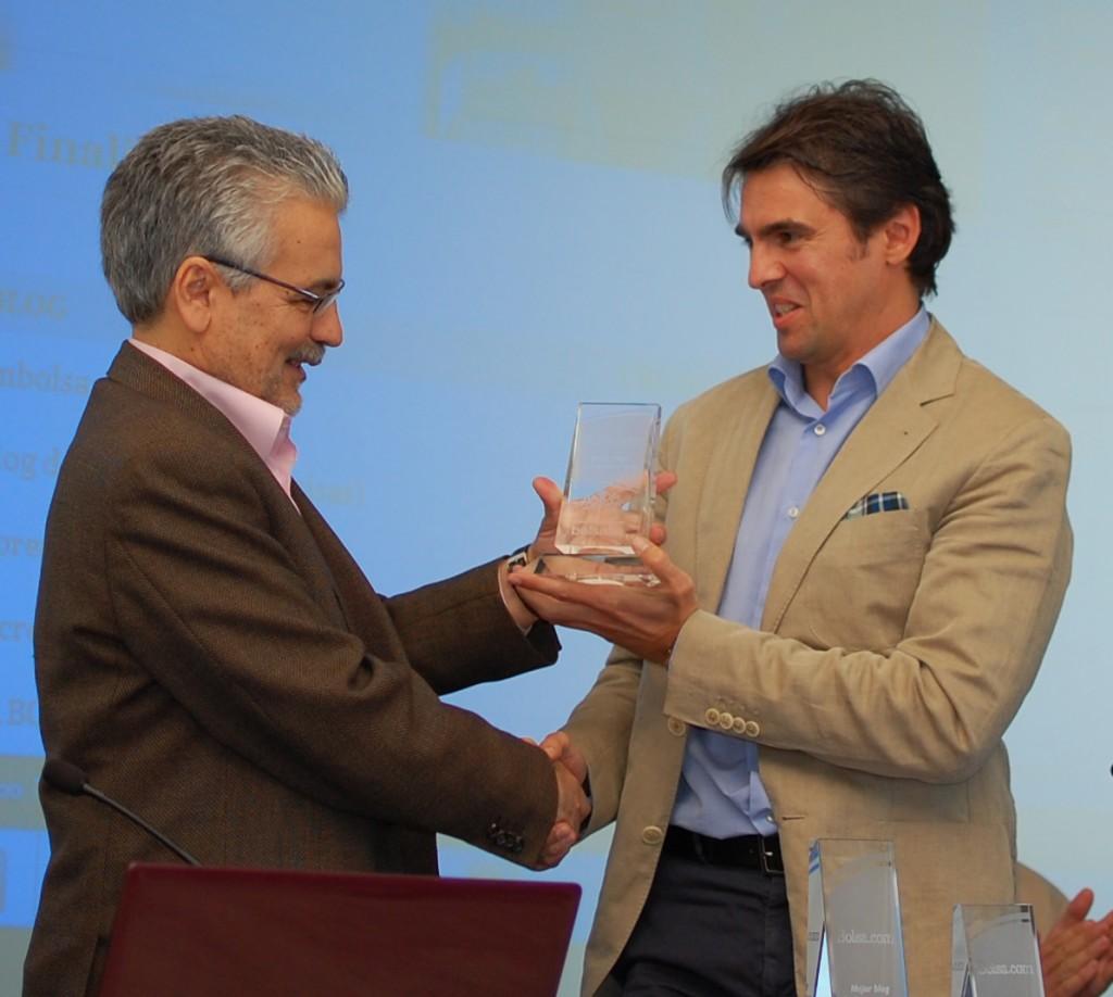 Rafael Rubio premiando a David Aranzábal